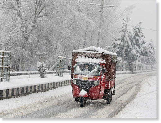 Fresh snowfall cuts off Kashmir